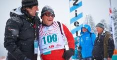 Special Olympics GaPa 2013 - Skilanglauf - 106 Athlet Jurgen Bonner (Osterreich) und Helfer Matthias Simmet - Freude im Ziel nach dem 3km Lauf