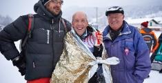 Special Olympics GaPa 2013 - Skilanglauf - 158 Oliver Raabe im Ziel nach dem 7.5km Lauf Mit Trainer (l) Und Vater(r)