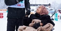 Special Olympics GaPa 2013 - Skilanglauf - Maximilian Lohse Mit Oma Brigitte Lohse (89 Jahre) im Ziel - Sie ist sehr stolz und gro?ter Fan ihres Enkels