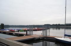 Der Unterbacher See bietet den Kanuten beste Bedingungen.